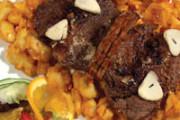 Pečený diviak s cesnakom a s cibuľovými zemiakmi 200g